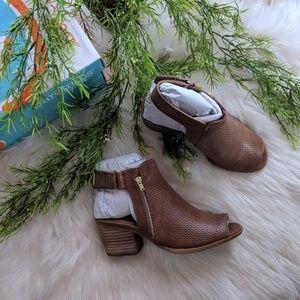 Baretraps (Ivey) open toe ankle boots